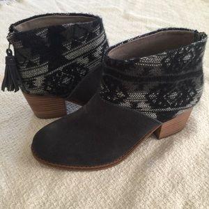 New Toms Black & Gray Booties Sz 6.5 Fringe Zip